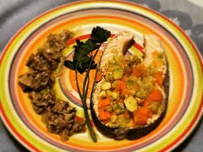Salmone con verdure e funghi